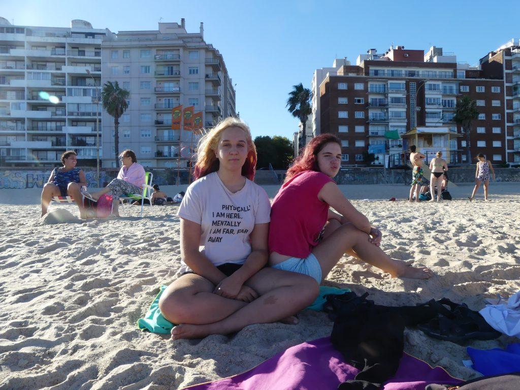 Eve et Chloé à la plage