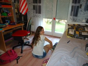 chloé dans sa chambre