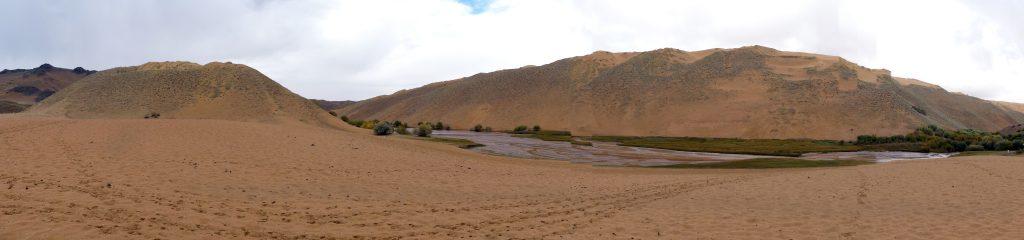 et au milieu des dunes coule une rivière