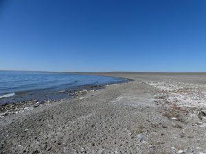 le bord du lac et ses petits cailloux