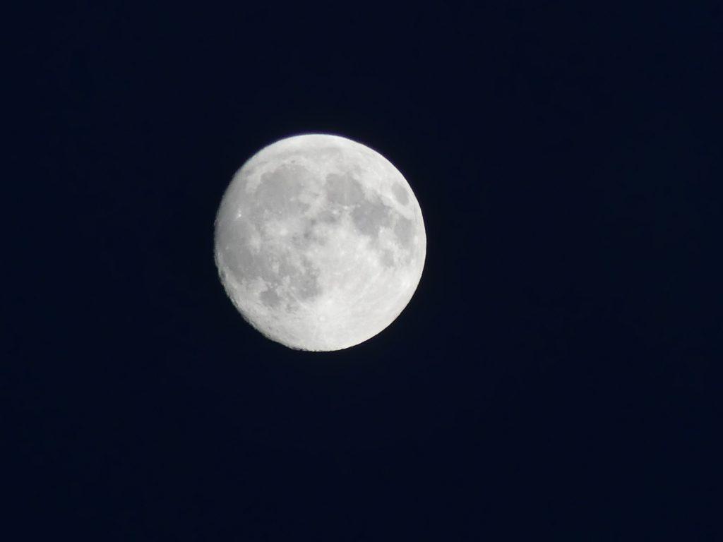 La Lune, prise en photo par mes soins, grâce à l'altitude et le ciel bien dégagé