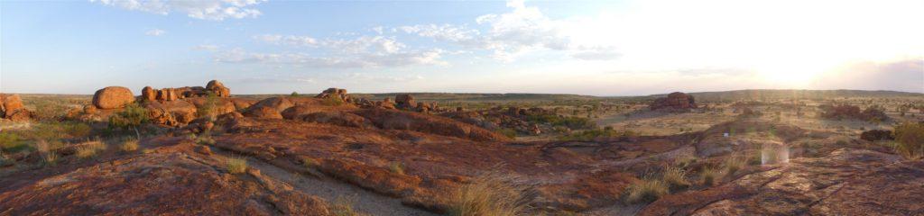 Vue panoramique sur Devil's Marbles
