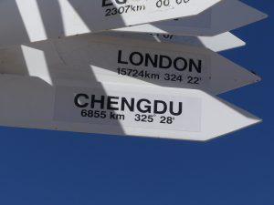 les traditionnels panneaux indicateurs, souvenir pour notre passage à Chengdu (Chine)