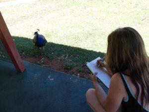 Eve dessine un oiseau