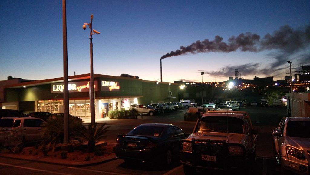 Mines dans le soir, Mount Isa, Queensland