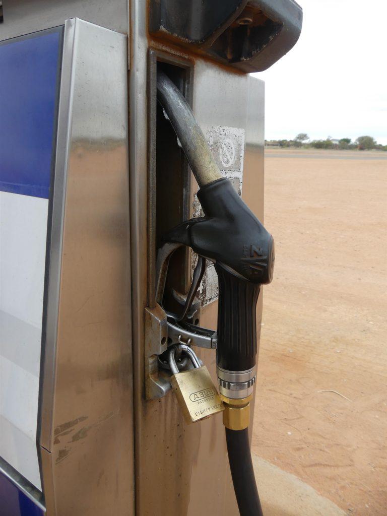 certains touristes sont capables de voler de l'essence, donc...