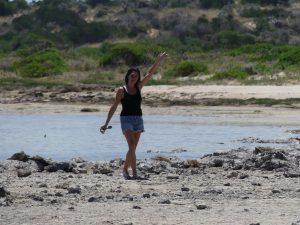 Chrystel sur la plage, on trouvera des salicornes aussi