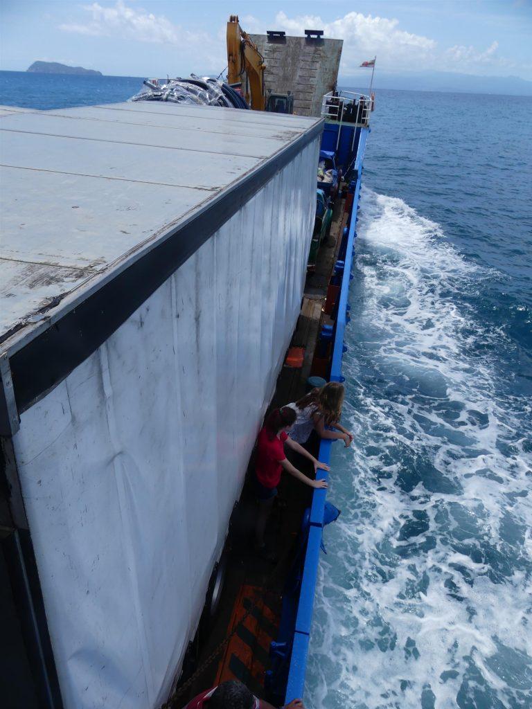 le ferry est dangereusement surchargé