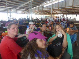 pause lunch au marché d'Apia