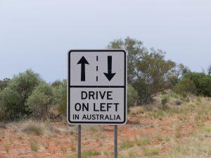 sur la portion ultra-touristique entre Alice Springs et Ayers Rock, on rappelle l'essentiel !