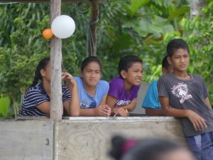 des ados à Samoa