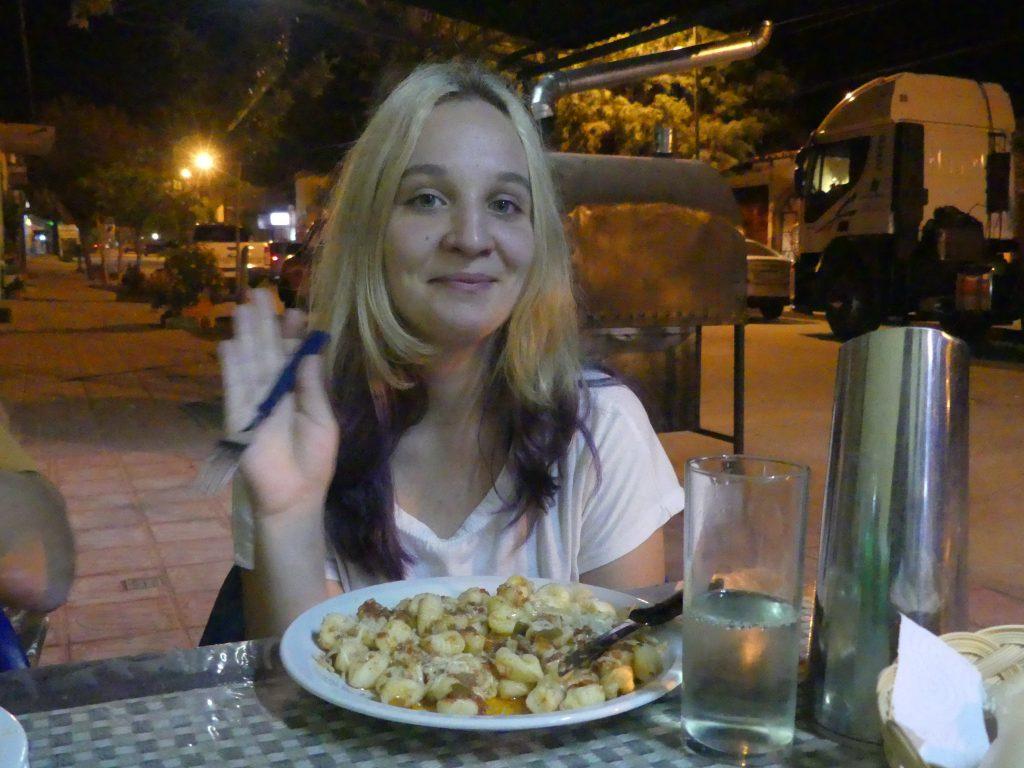Cafayte : pour son anniv, Eve mange des ñoquis