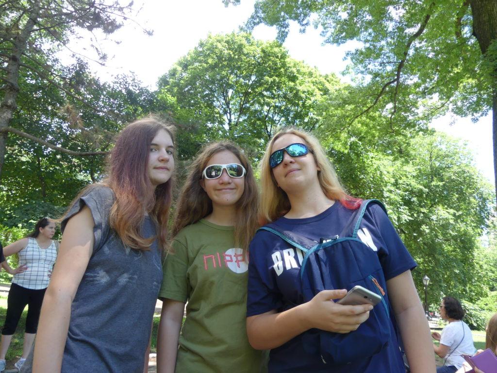 Les trois ados sourient encore après un an de voyage en famille