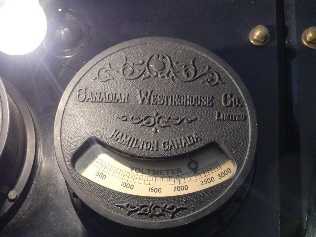 les voltmètres et ampèremètres ont plus d'un siècle et fonctionnent comme au premier jour