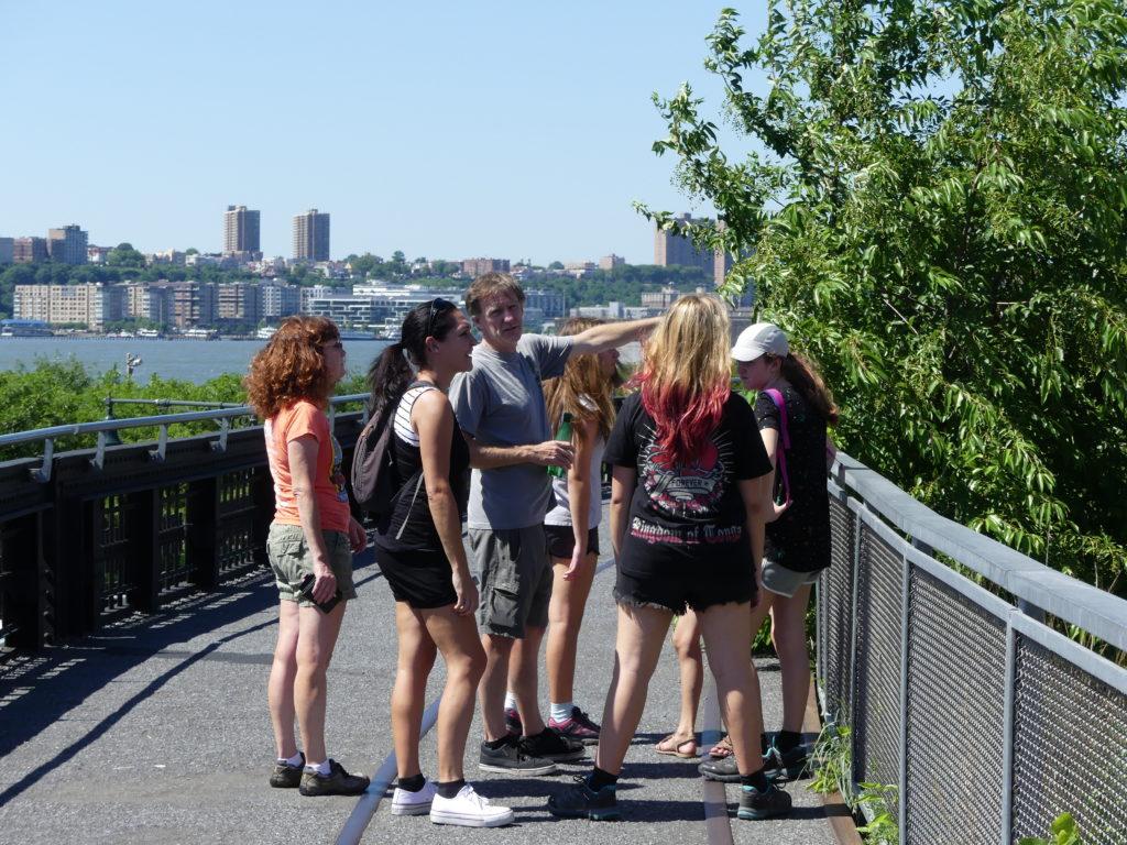 l'extrémité Nord du High Line Park est près de la gare de Penn Station