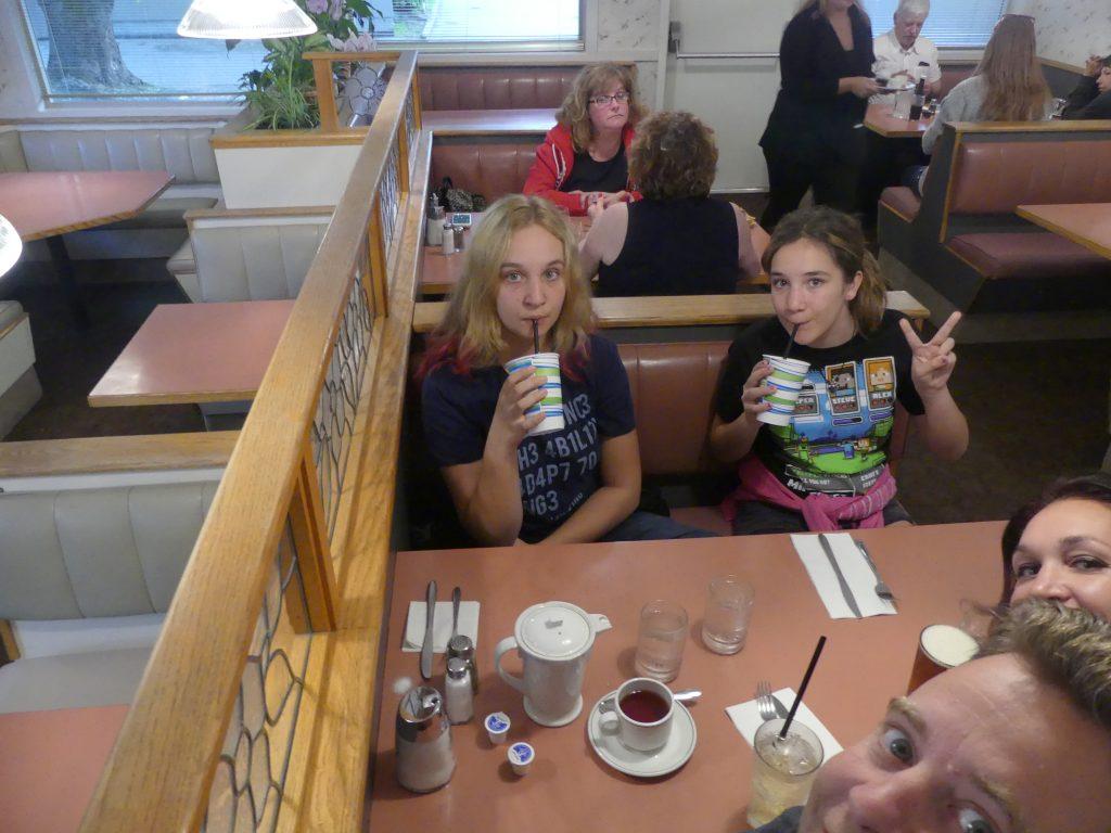 Les filles dans un autre diner !