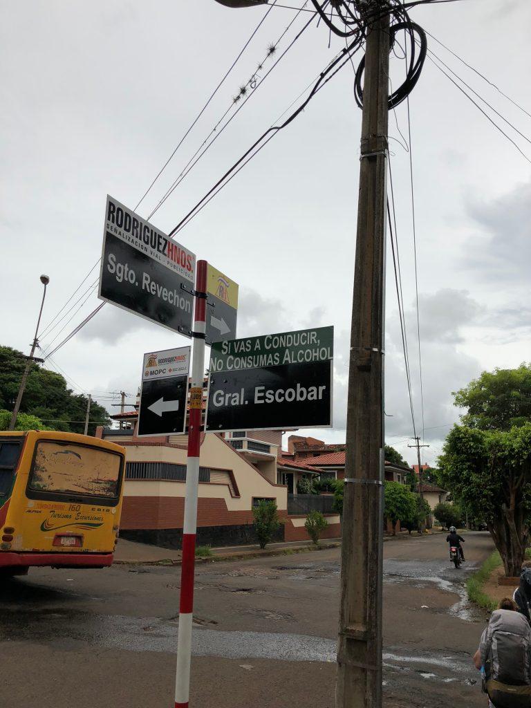 Les panneaux de rue sont sponsorisés