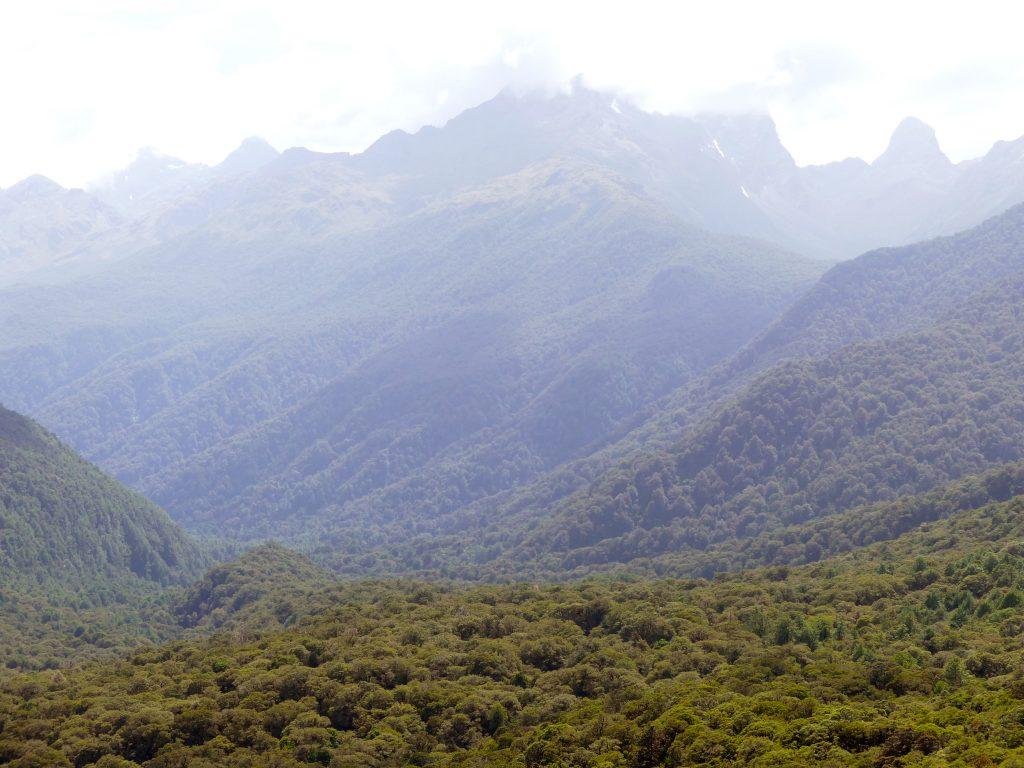vue sur la vallée depuis le sentier