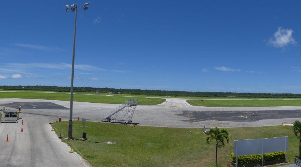le tarmac de l'aéroport de Tonga
