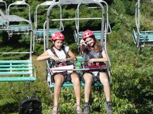 Chloé et Audrey de retour de tyrolienne