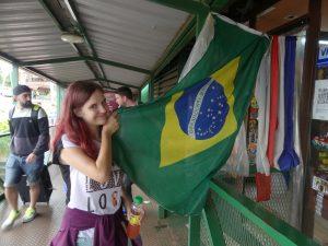Chloé et le drapeau brésilien