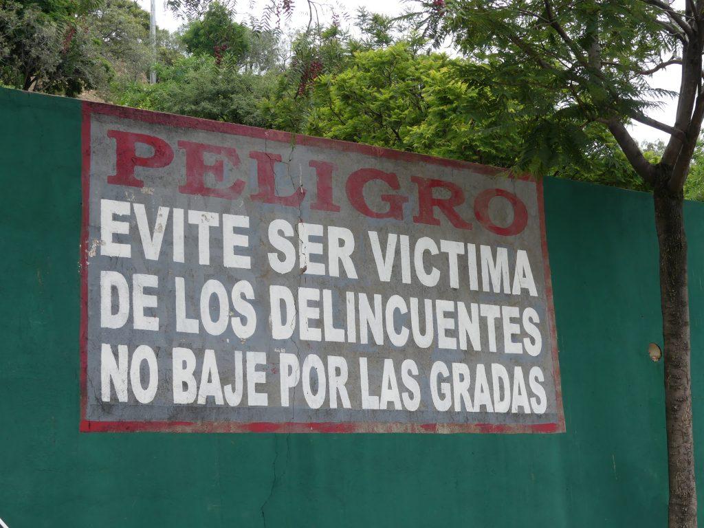 Même sans parler espagnol on comprend qu'il ne faut pas prendre l'escalier (photo prise en haut)