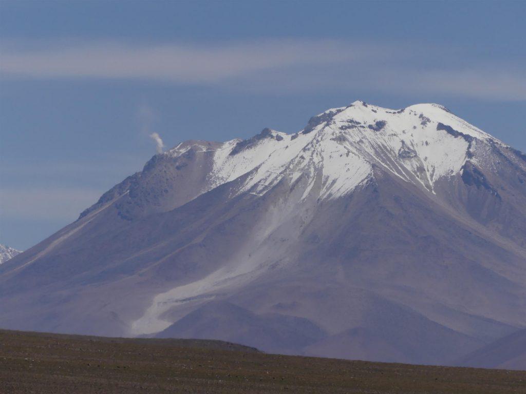 le volcan de gauche fume !