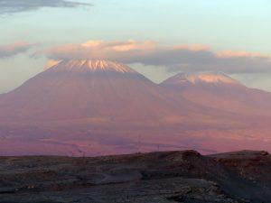 Magnifique coucher de soleil à proximité de San Pedro de Atacama, Chili