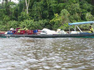 Certains bateaux servent au transport des marchandises : eh oui, ici pas de camions !