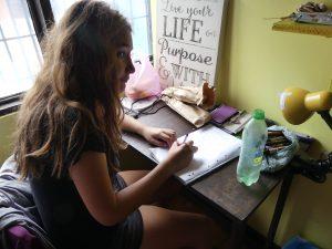 Audrey travaille avant le départ