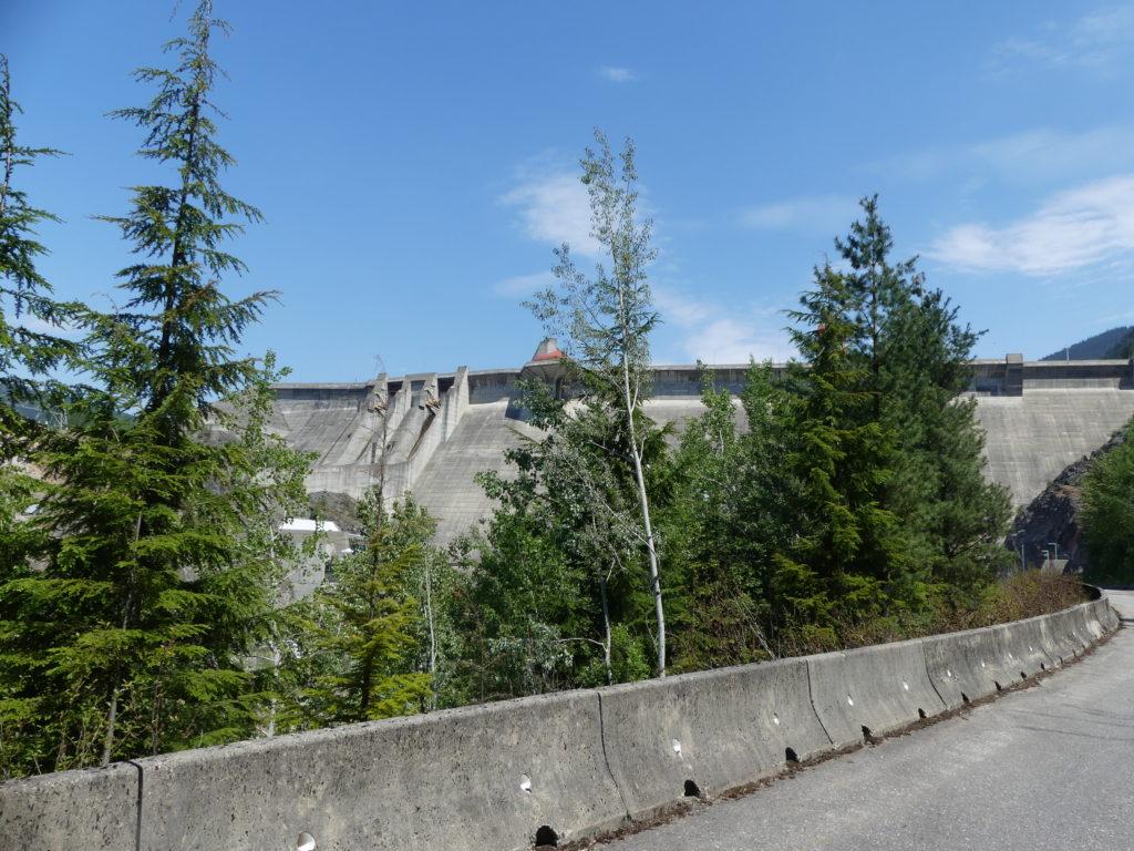 Revelstoke Dam vu de loin