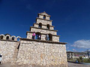 San Cristobal : les ados escaladent le clocher