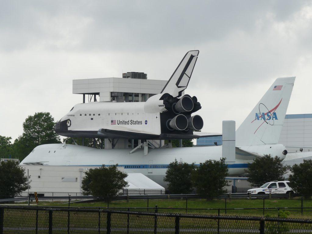 Une vraie navette et son Boeing de transport