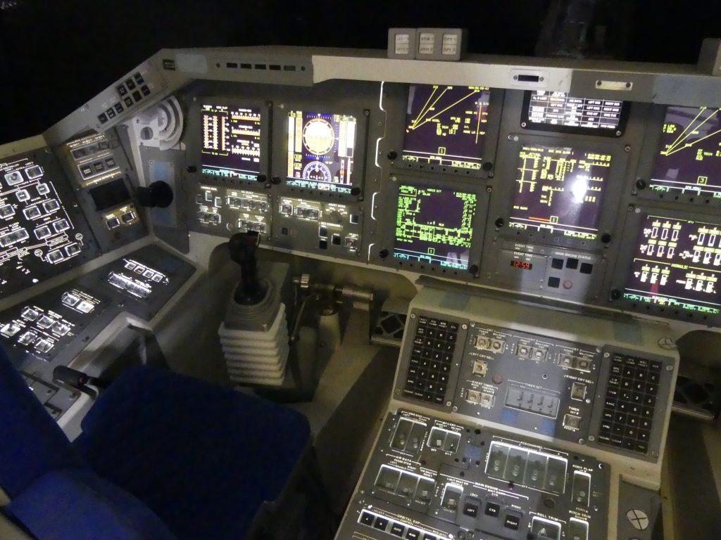 poste de pilotage de la navette spatiale