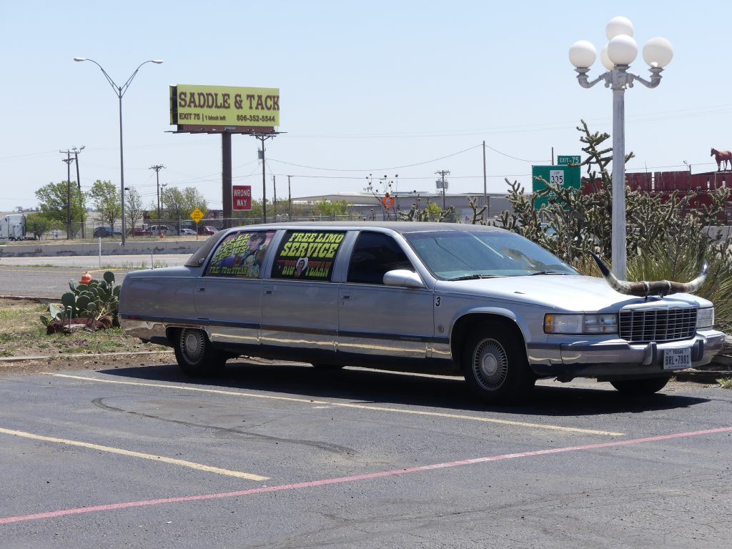 à bon Texan, bonne grosse voiture.... à cornes !