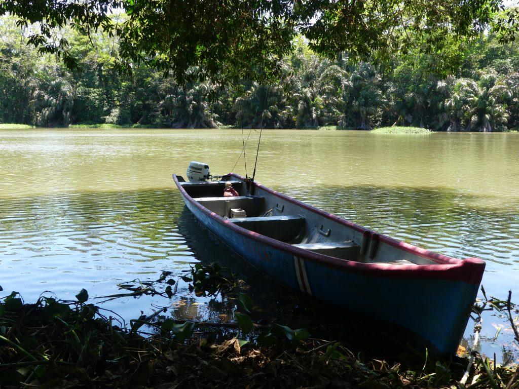 Est ce qu'on devra continuer le trajet sur cette barque ?