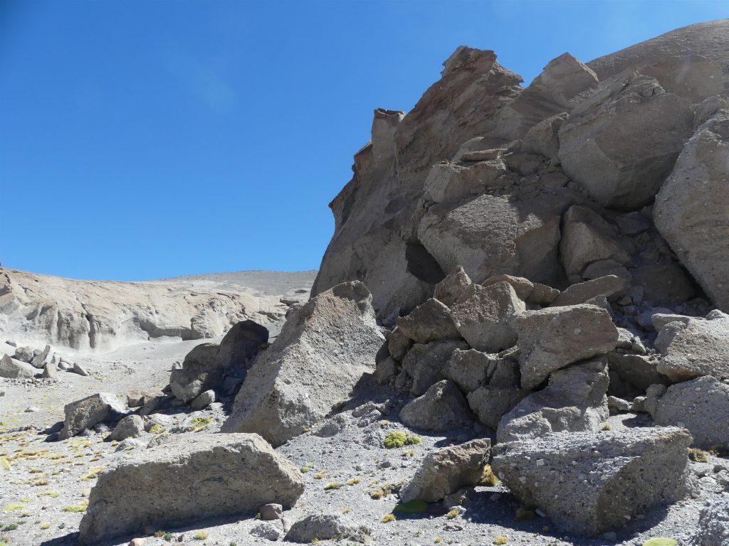 au-delà de 3500 m d'altitude, on retrouve un décor où la végétation se fait rare