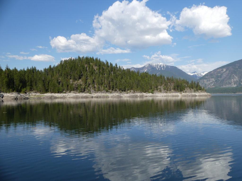 le lac est un petit peu en dessous de son niveau habituel