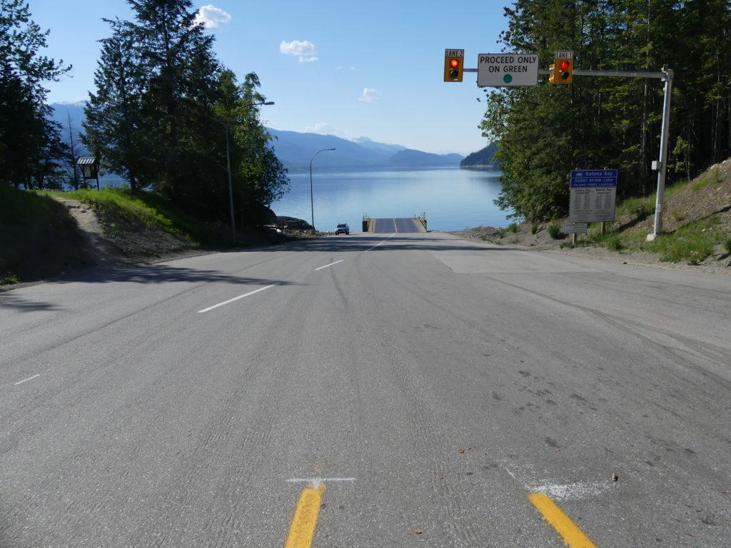 l'arrivée de la highway au ferry : tout droit !