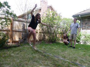 slackline dans le jardin de Mike