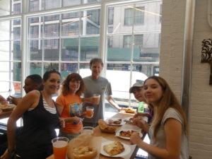 Chelsea Market : miam, une bonne pizza au hot-dog