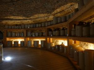 """l'intérieur du four : on pouvait """"cuire"""" plusieurs milliers de pièces à la fois"""