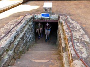 à la sortie de la crypte (sans contes)
