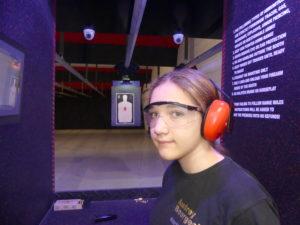 Audrey devant la ligne de tir