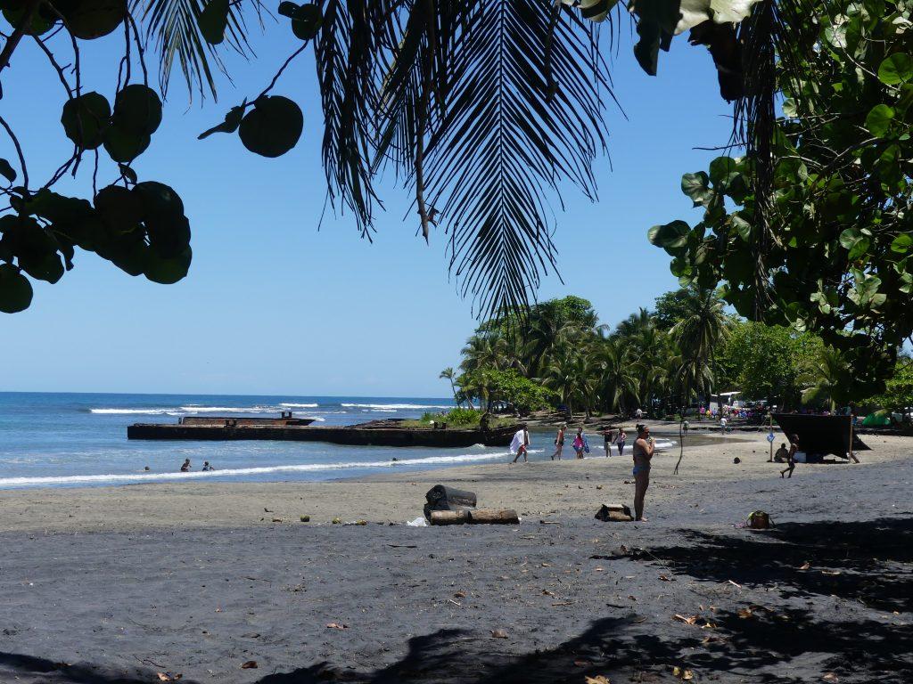 la plage et la barge