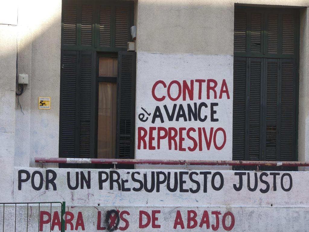la contestation s'exprime sur les murs