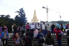 le grand bouddha doré du Mont Emeil