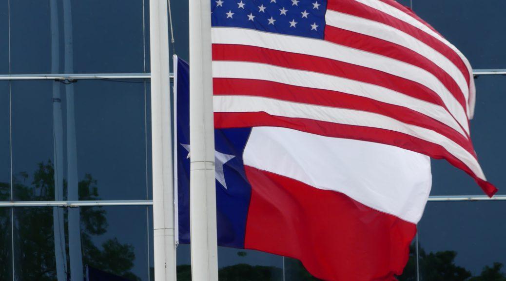 Drapeau américain et drapeau texan
